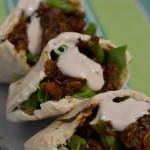 Pita mit Lammragout und grünen Bohnen