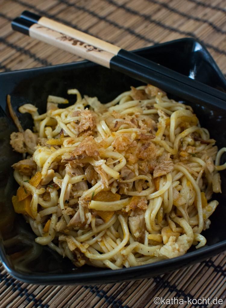 Spaghetti_mit_Zucchini_und_Brathähnchenresten_ (12)