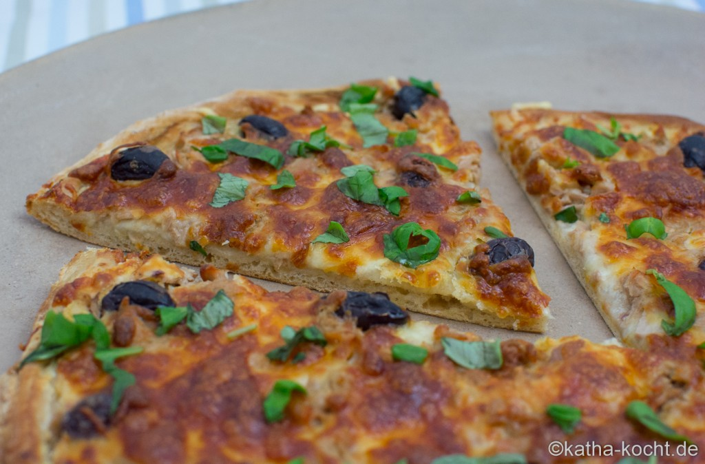 Thunfisch_Pizza_ (14)
