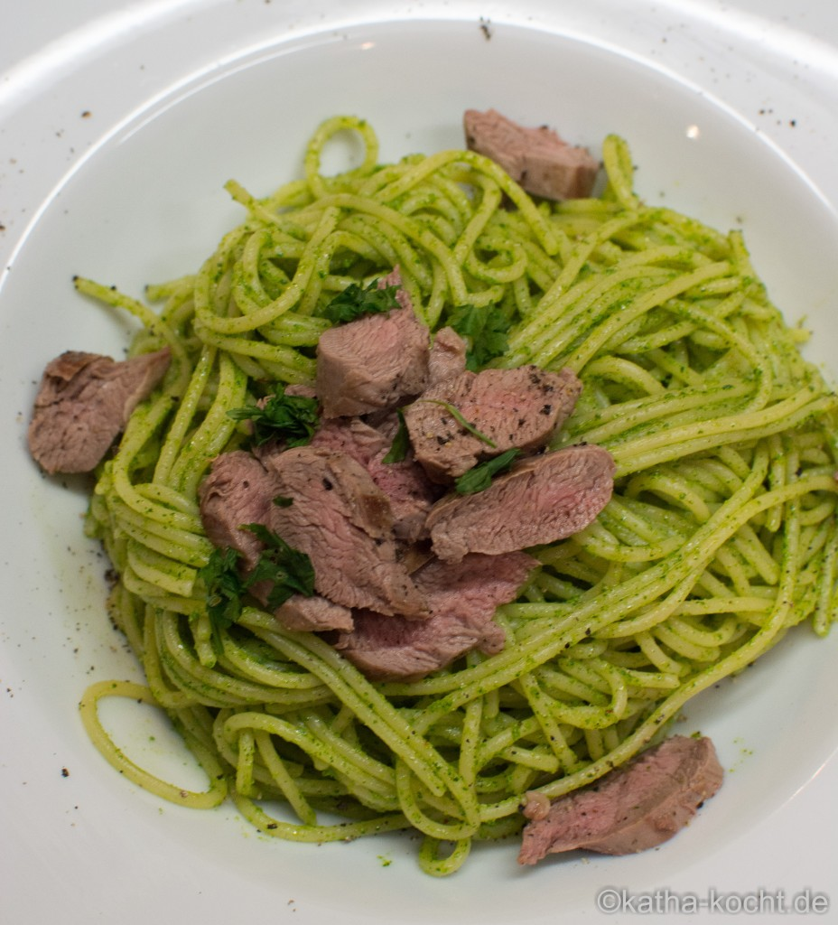 Spaghetti_mit_Korianderpesto_und_Lammfilet_ (10)