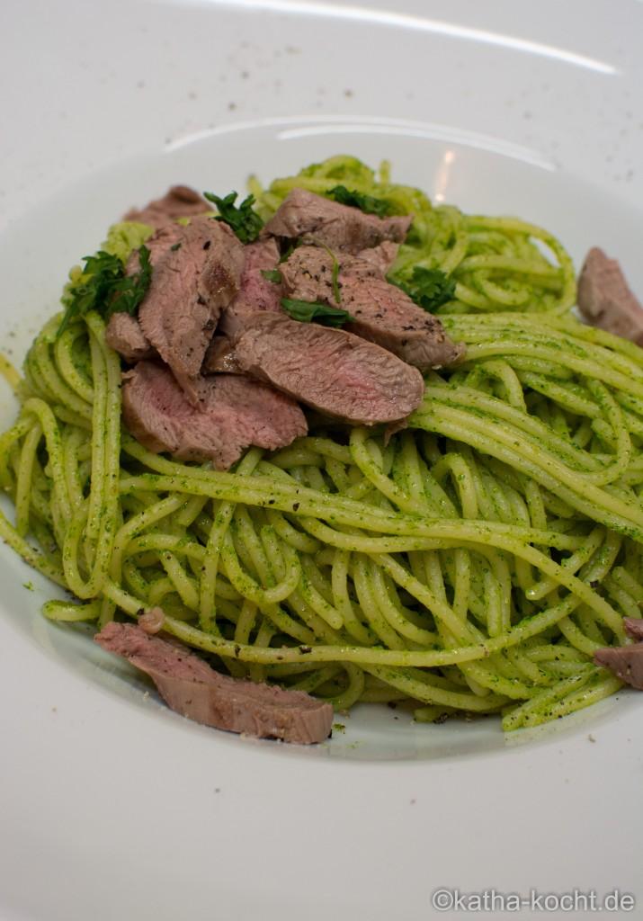 Spaghetti_mit_Korianderpesto_und_Lammfilet_ (7)