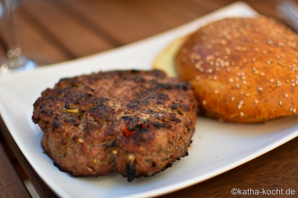 Burger_mit_Tsatziki_und_gegrillter_AUbergine_ (16)