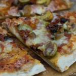 Pizza mit Antipasti