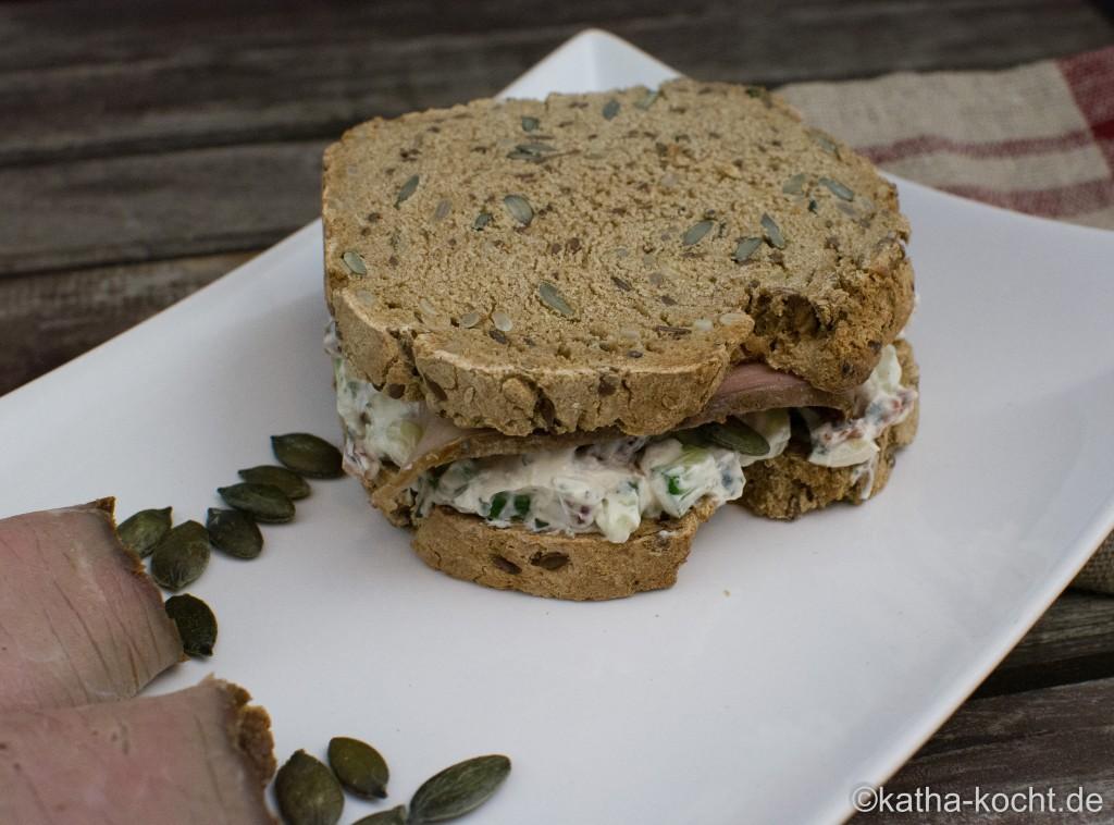 Sandwich_mit_mediterranem_Quark_und_Kalbsaufschnitt_ (11)