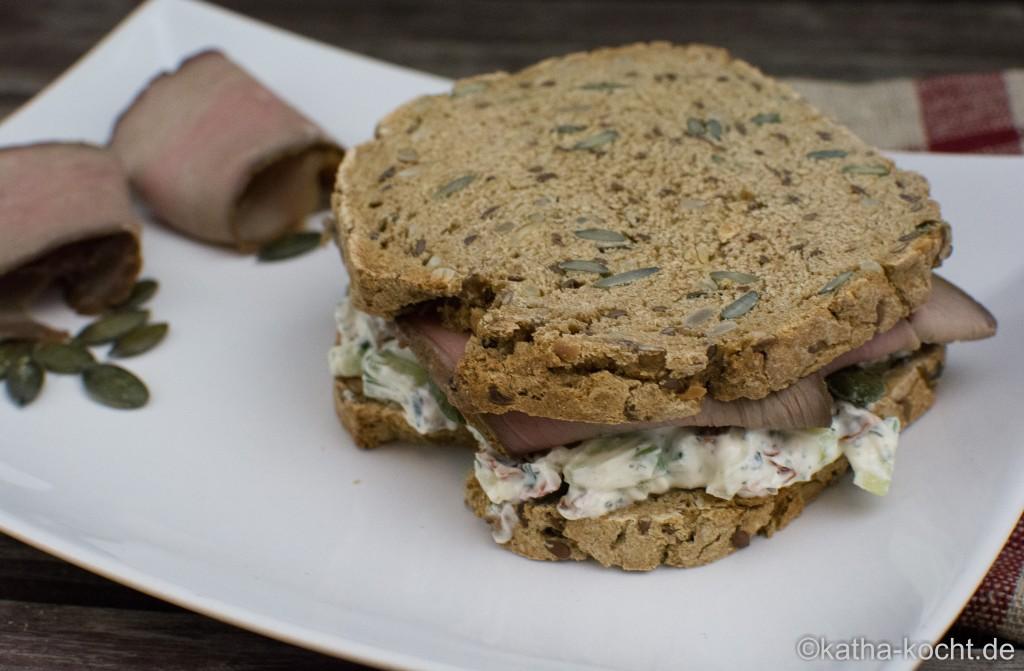 Sandwich_mit_mediterranem_Quark_und_Kalbsaufschnitt_ (14)