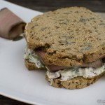 Sandwich mit mediterranem Quark und Kalbsaufschnitt