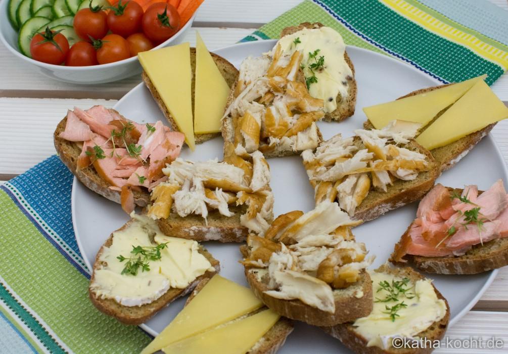 Abendbrot_mit_Räucherfisch_und_Käseschnitten_ (13)