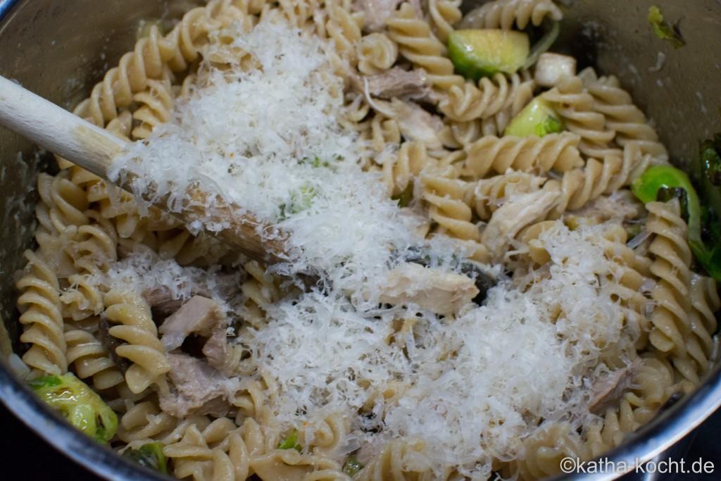 Pasta_mit_Huhn_und_Rosenkohl_ (11)
