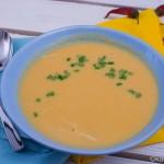 Blumenkohlsuppe mit Curry und Huhn