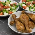 Knusprige Hähnchenschenkel mit Salat