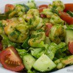 Bunter Salat mit Estragon-Garnelen