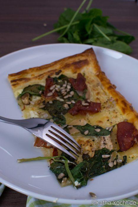 Blätterteigpizza_mit_Spinat_und_Schinken_ (10)