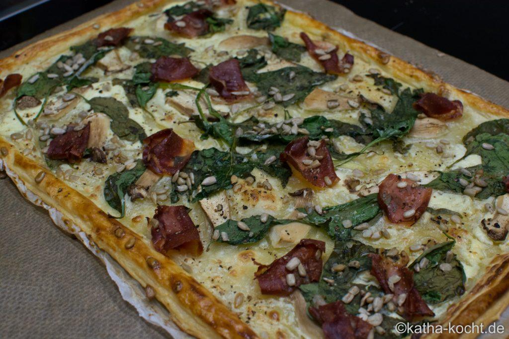 Blätterteigpizza_mit_Spinat_und_Schinken_ (5)