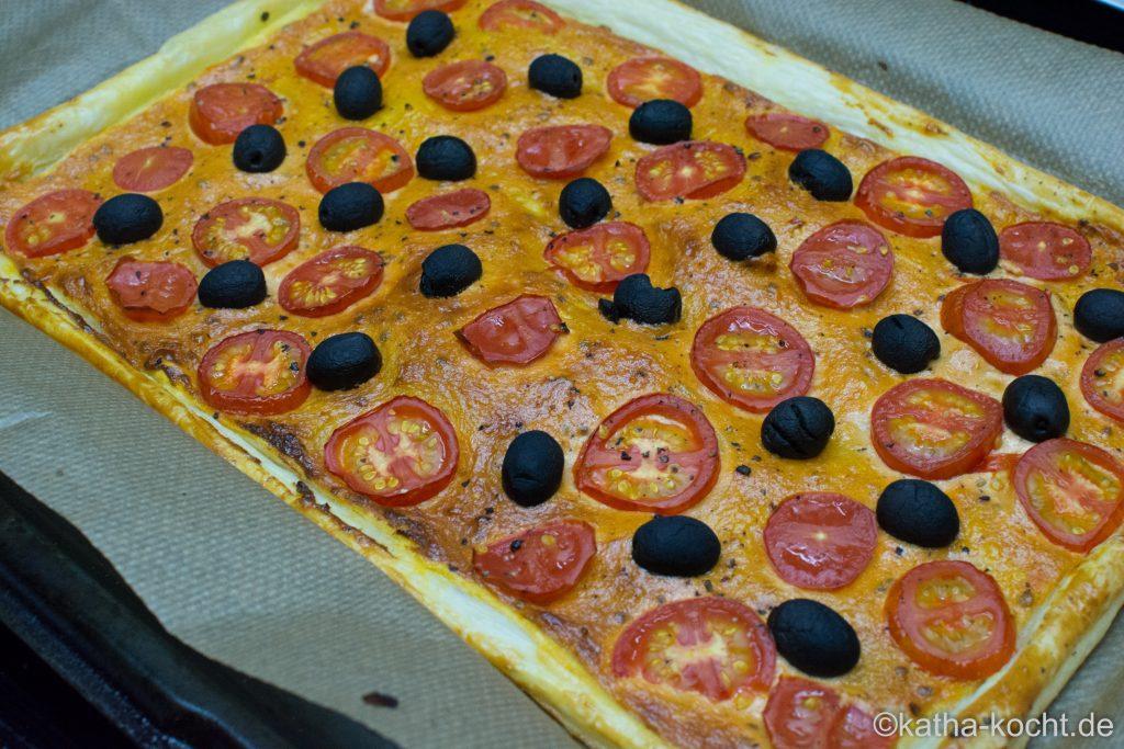 Blätterteigpizza_für_Tomatenfans_ (5)