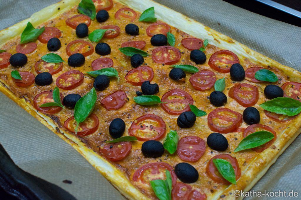 Blätterteigpizza_für_Tomatenfans_ (7)