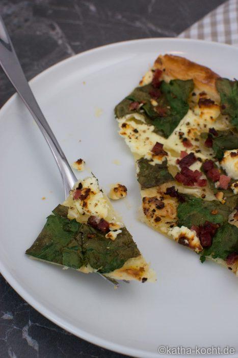 Blätterteigpizza_mit_Mangold_und_Fetakäse_ (10)