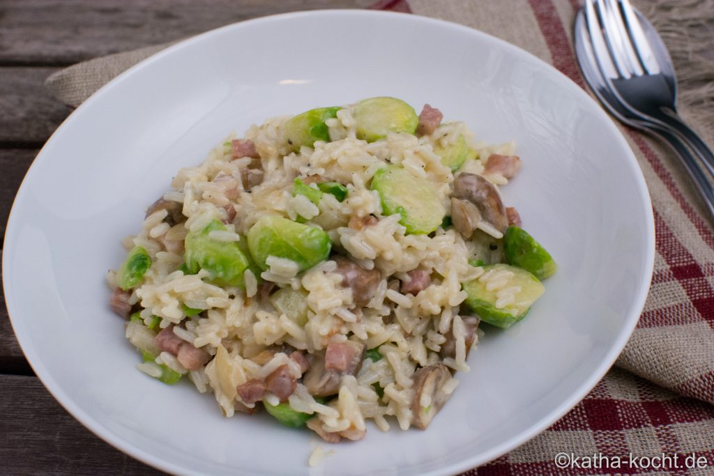 Reispfanne mit Rosenkohl und Speck