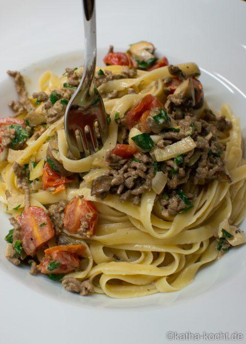 Linguine mit Hackfleisch in Parmesan-Sahnesauce