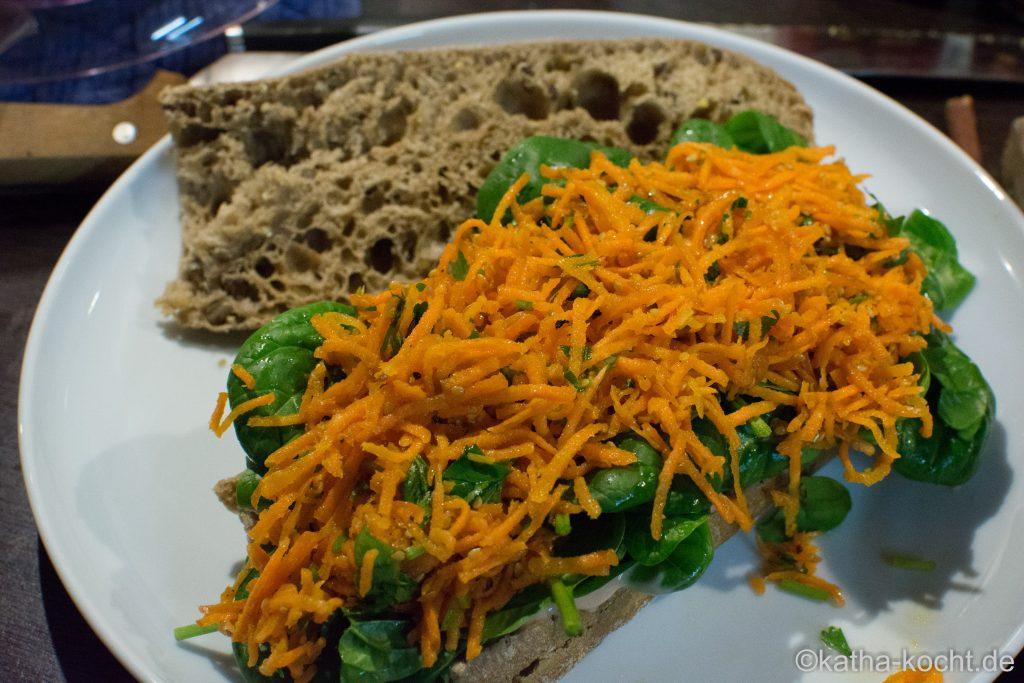 Asiatisches Pulled Chicken Sandwich