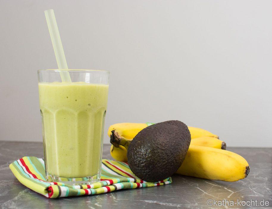 Cremiger Banane-Avocado Smoothie mit Mango