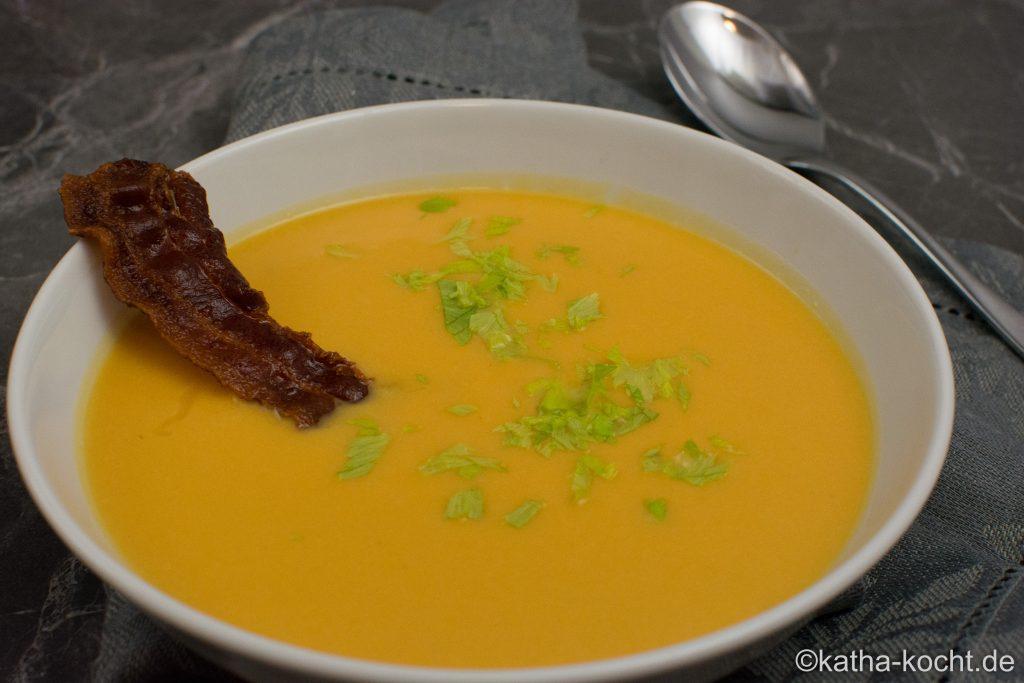 Kürbis-Erdnusscreme Suppe mit Knusperbacon