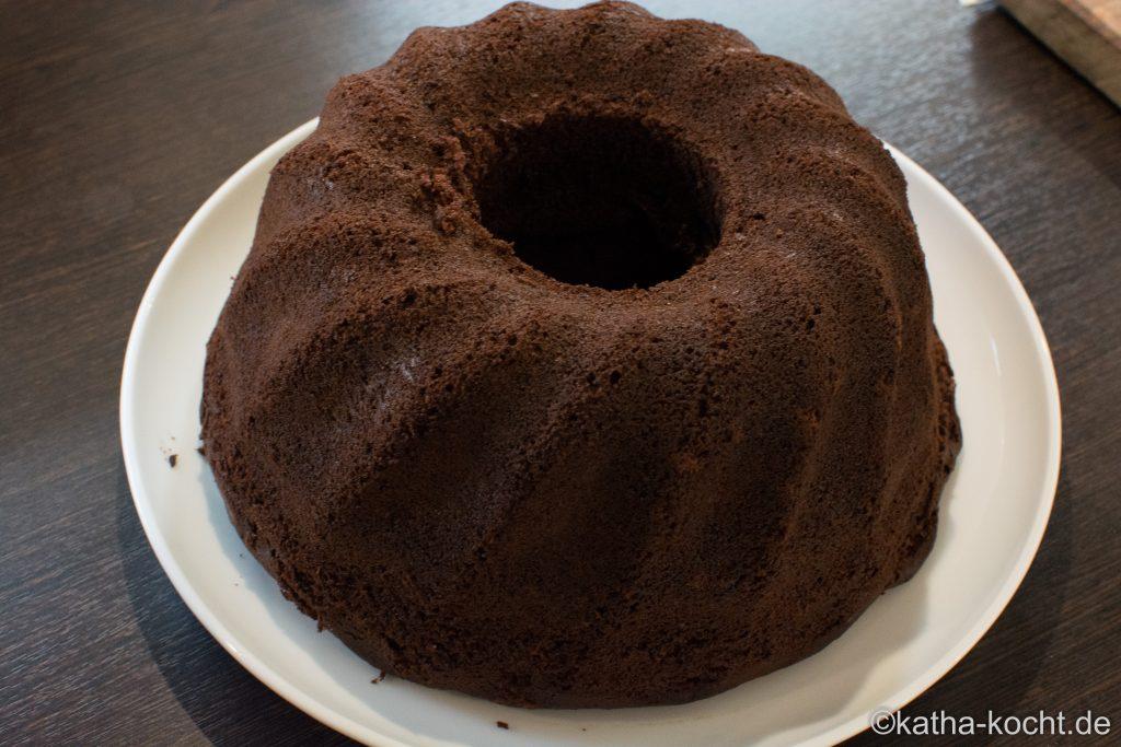 Schokoladen Gugelhupf mit Apfelmus