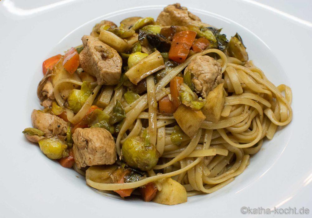 Spaghetti mit Hähnchen und Ofengemüse