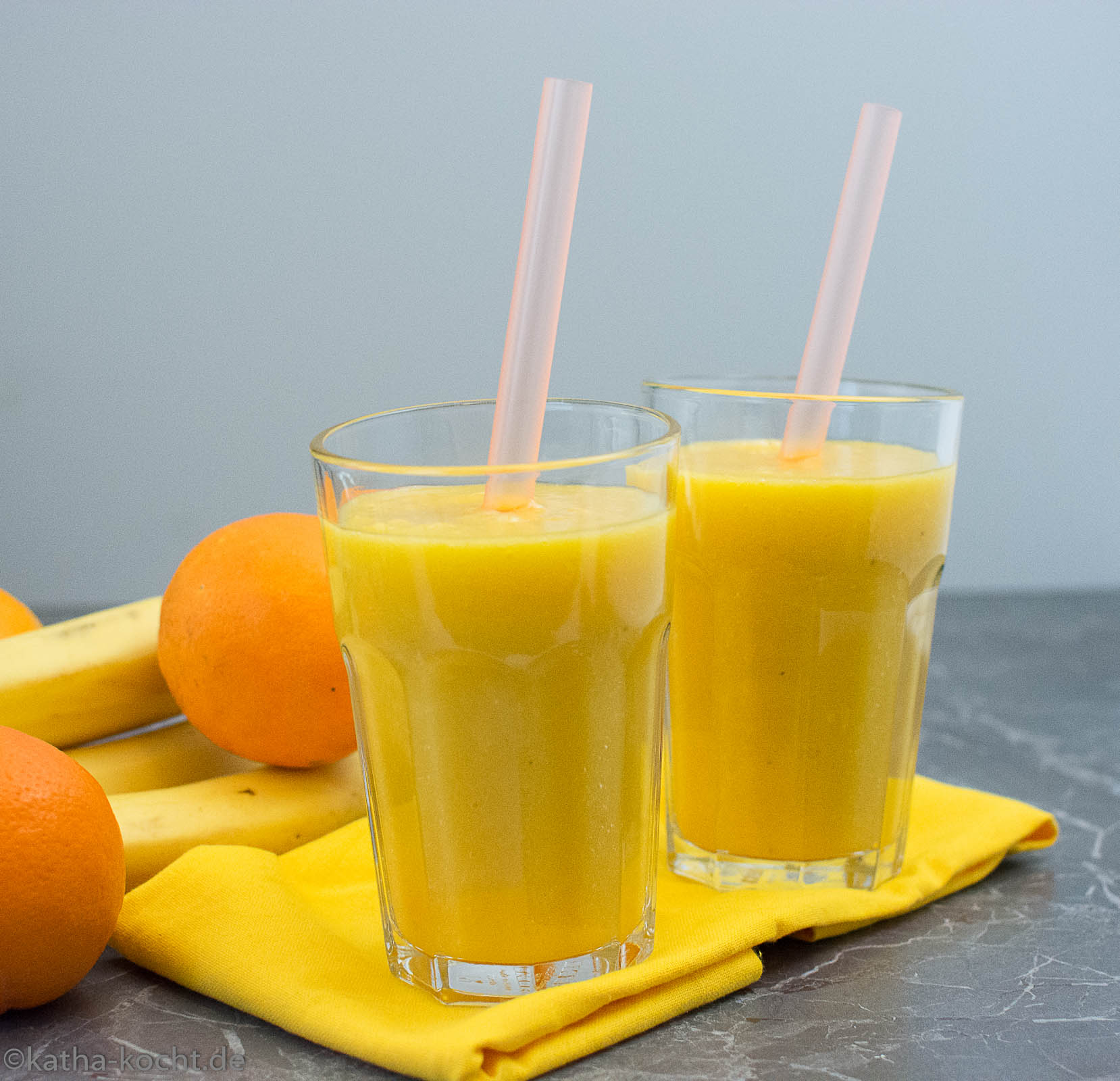 mango orange smoothie mit banane katha kocht. Black Bedroom Furniture Sets. Home Design Ideas
