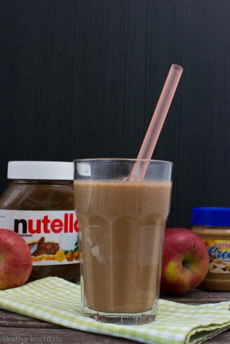 Apfel-Banane Smoothie mit Nutella und Erdnussbutter