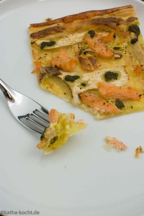 Blätterteigpizza mit Lachsforelle und Kräuterseitlingen
