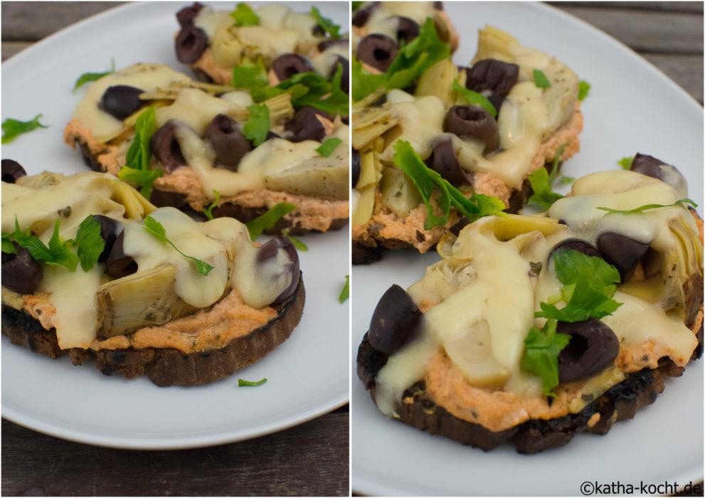 Überbackenes Brot mit Artischocke und Oliven