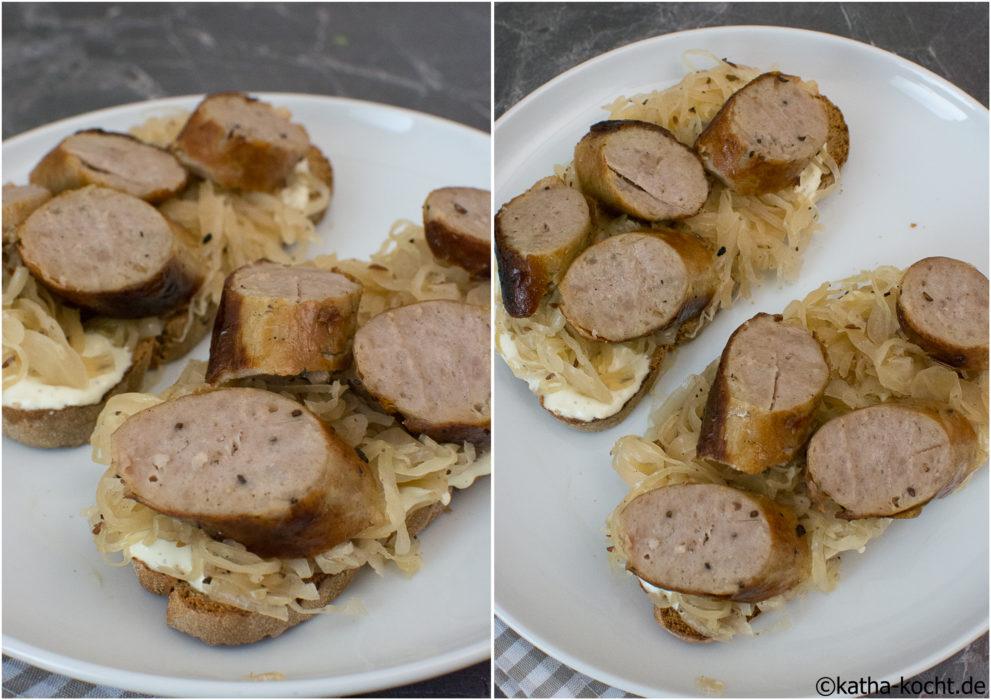 Bratwurst und Sauerkraut auf Brot