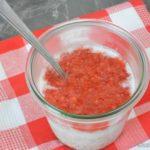 Chia Overnight Oats mit Kokosmilch und Erdbeermus