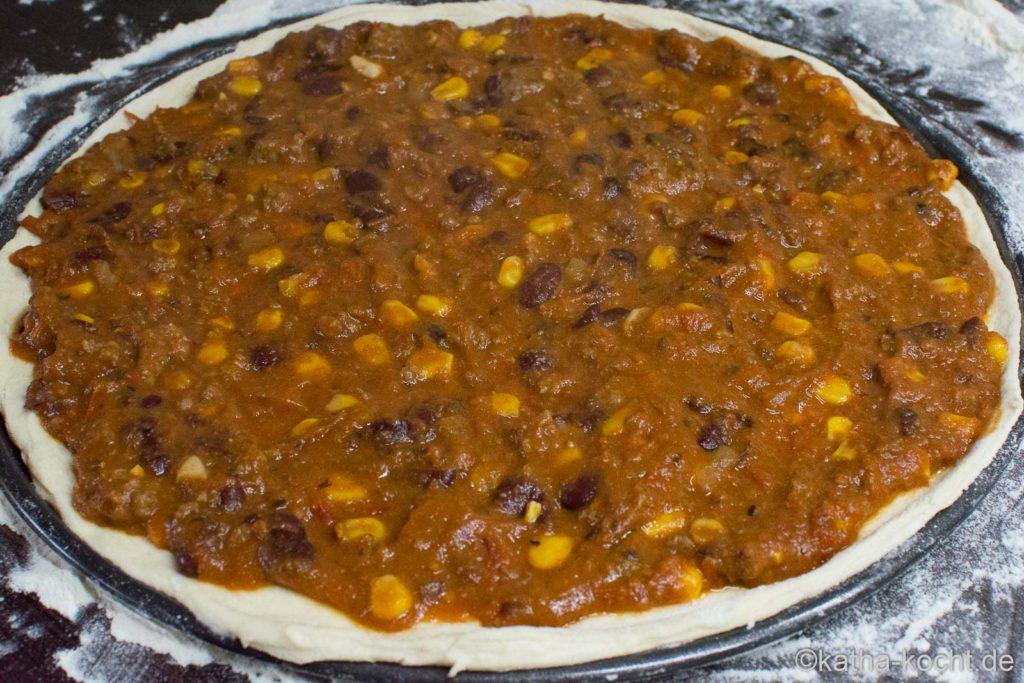 Pizza mit Chili con Carne