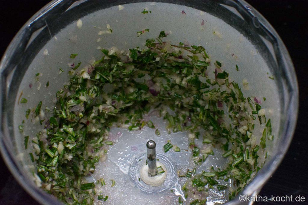 Kräuterbutter mit Rosmarin und Zitronenmelisse