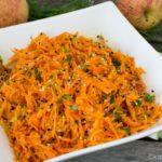 Rohkostsalat – Sesam-Karotten Salat mit Apfel und Koriander