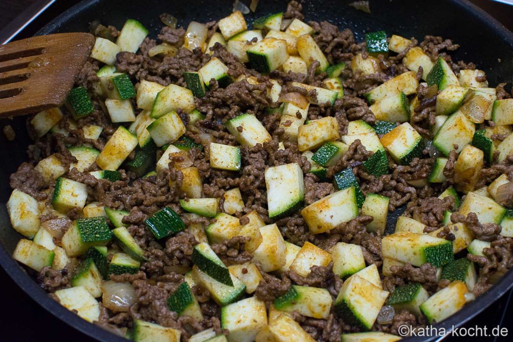 Zucchini-Hackfleisch Pfanne mit Reis