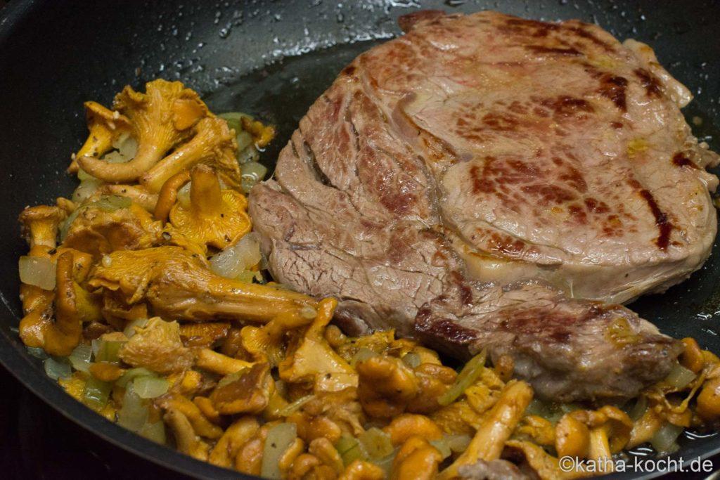 Pasta mit Steak und Pfifferlingen