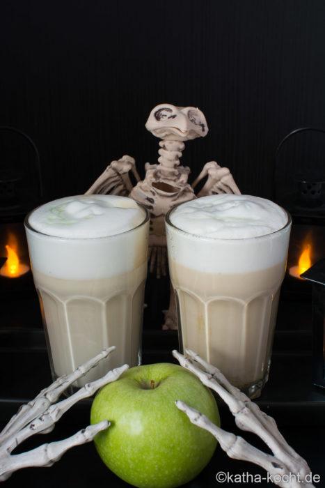 Halloween Latte Macchiato mit grünem Apfel