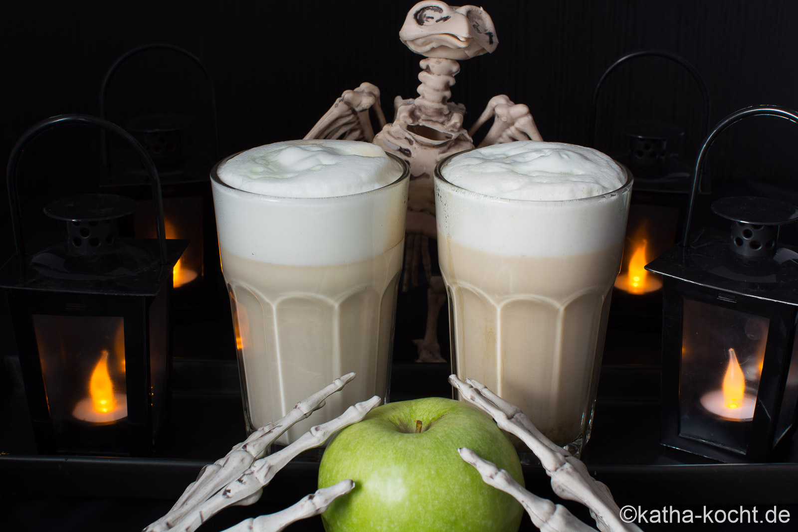 halloween latte macchiato mit gr nem apfel katha kocht. Black Bedroom Furniture Sets. Home Design Ideas