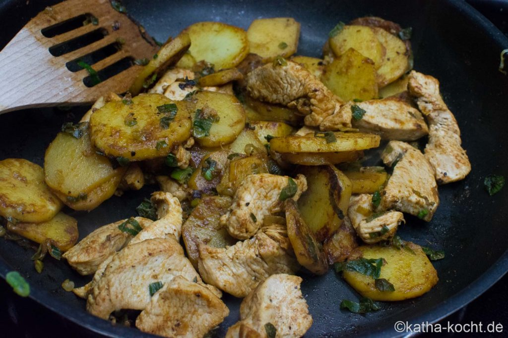 Puten-Kartoffelpfanne mit Steinpilzcreme
