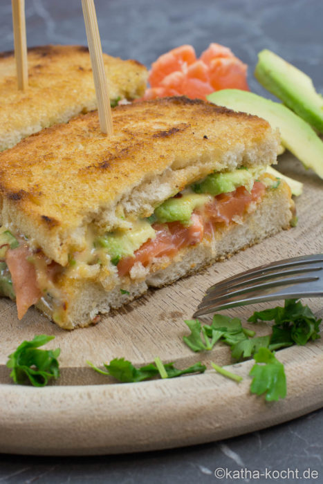 Avocado-Lachs Sandwich mit Chili-Koriander Mayonnaise