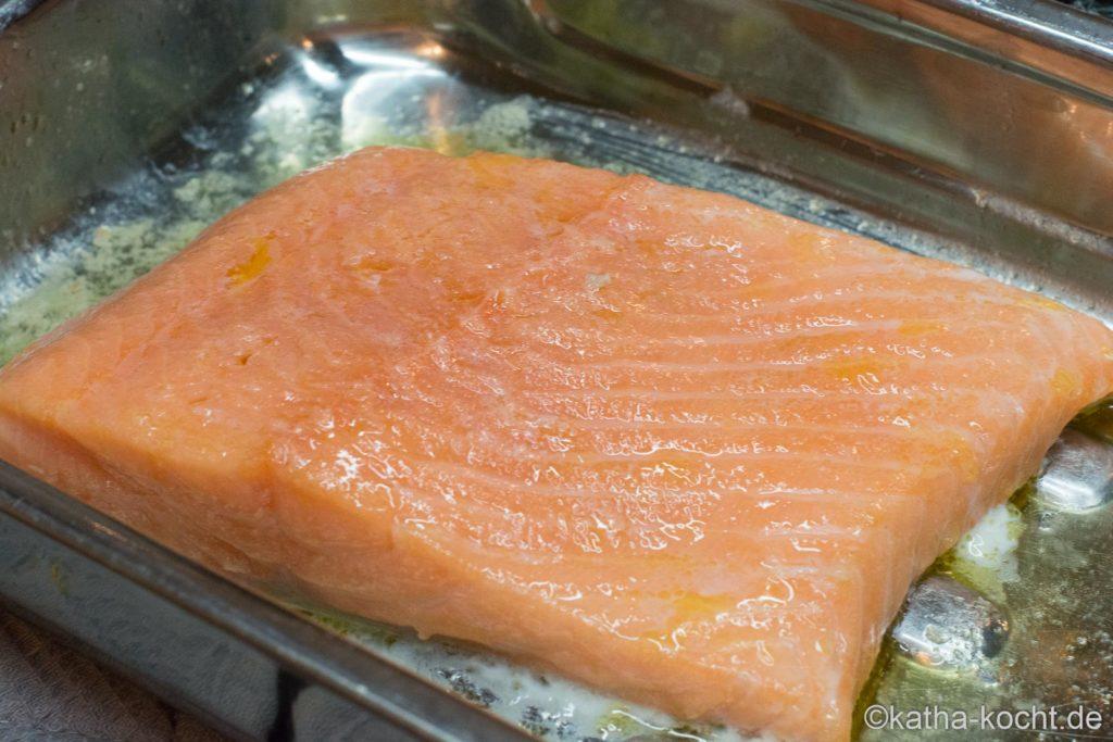 Sanft gegarter Lachs mit Spinat Salat