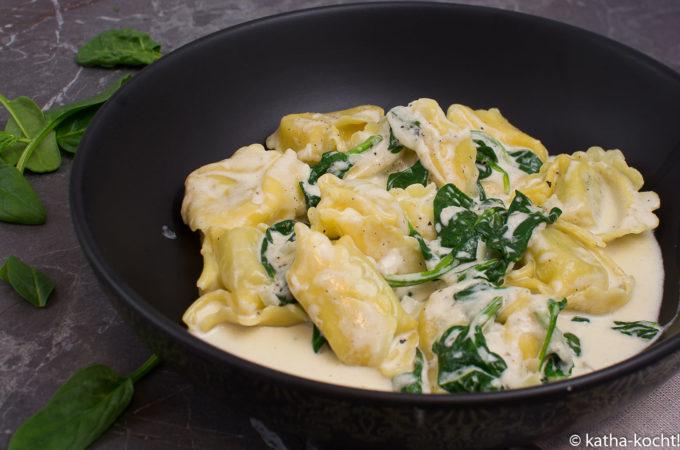 Schnelle Tortellini mit Spinat-Sahne Sauce