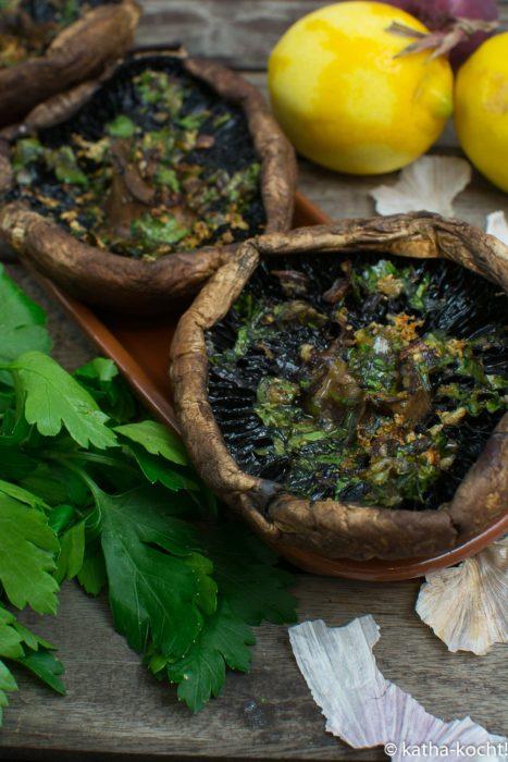 Tapas - gebackene Portobello Champignons mit Knoblauch
