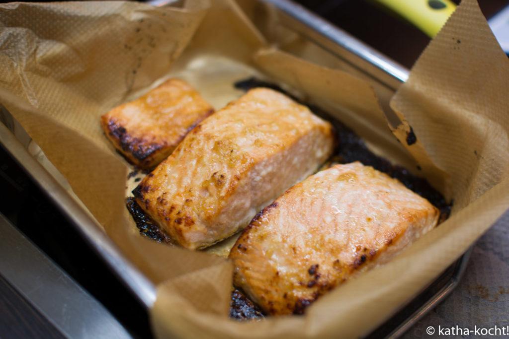 Gebackener Lachs mit Quinoa und Bohnen