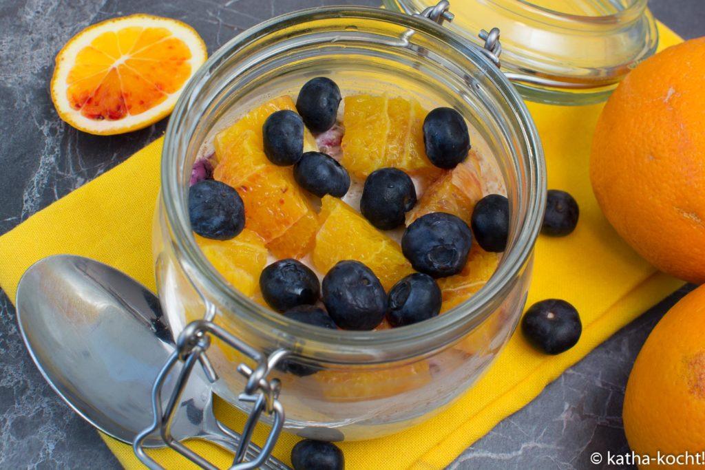 Fruchtige Overnight Oats mit Skyr und Heidelbeeren