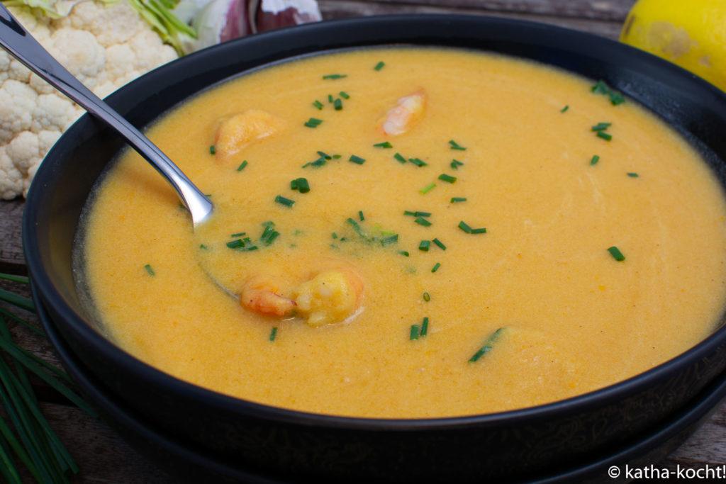 Karotten-Blumenkohlsuppe mit Garnelen