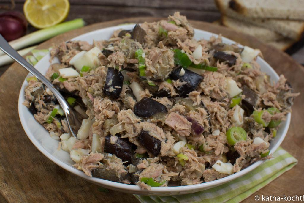 Thunfisch-Auberginensalat mit Ei