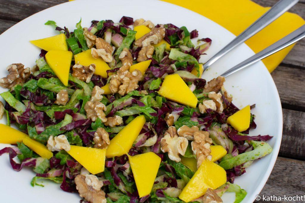 Radicchio-Mango Salat mit Walnüssen